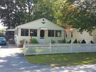 Charming cottage in wooded neighborhood near beach - Wells vacation rentals