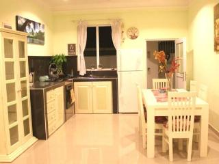 Comfortable 1 bedroom Private room in Galle with Internet Access - Galle vacation rentals