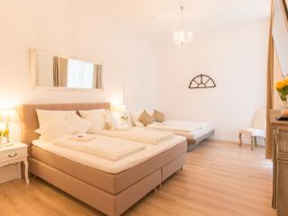 NEU: 3 Schlafzimmer 2 Bäder Boxspringbeds zentral - Berlin vacation rentals