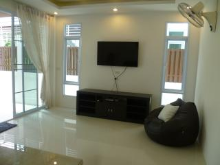 Cozy 2 bedroom Bophut House with Hot Tub - Bophut vacation rentals