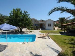 Perfect 4 bedroom Villa in Latchi with Internet Access - Latchi vacation rentals