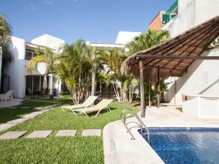 Deluxe Room B&B Dolce Vita Caribe E8 - Playa del Carmen vacation rentals