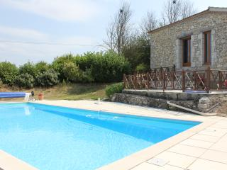 Wonderful Barn Conversion with fabulous view - Penne d'Agenais vacation rentals