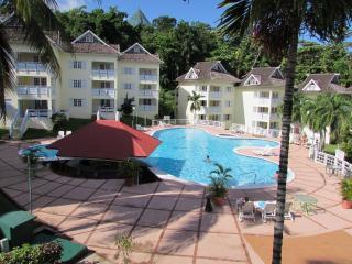 Beautifull Overlooking Penthouse Apartment - Ocho Rios vacation rentals