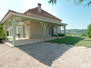 Charming House with Television and Grill - Monbalen vacation rentals