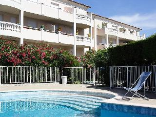 spacious flat in résidence with swimming pool - Cogolin vacation rentals
