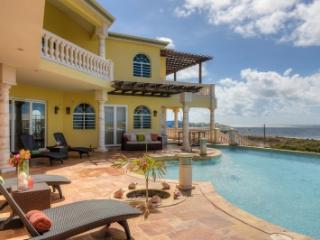 Beautiful 4 Bedroom Villa in Sandy Hill - Sandy Hill Bay vacation rentals
