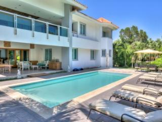 Excellent 5 Bedroom Villa in Tortuga Bay - Punta Cana vacation rentals