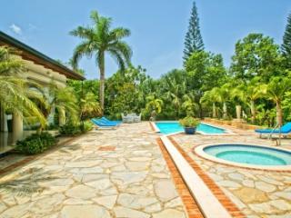 Fantastic 5 Bedroom Villa in Casa de Campo - La Romana vacation rentals