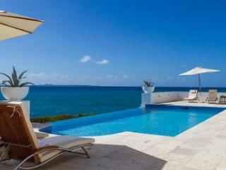 Lovely 4 Bedroom Villa in Blowing Point - Blowing Point vacation rentals