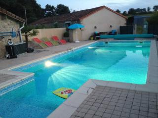Cozy 3 bedroom Gite in Chiche - Chiche vacation rentals