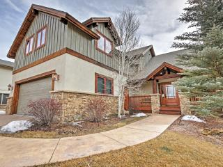 Luxurious 3BR Gypsum House w/Wifi, Game Room, Spacious Deck & Marvelous Mountain Views! Terrific Location - Close to Outstanding Recreation, Glenwood Hot Springs & More! - Gypsum vacation rentals