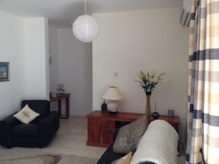3 bedroom Condo with A/C in Tatlisu - Tatlisu vacation rentals