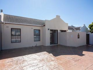 Charming 3 bedroom House in Tokai - Tokai vacation rentals