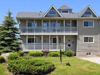 6 Bed  EXEC Chalet  Great Views Of Blue Mountain - Blue Mountains vacation rentals