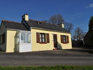Cozy 3 bedroom Huelgoat Gite with Washing Machine - Huelgoat vacation rentals