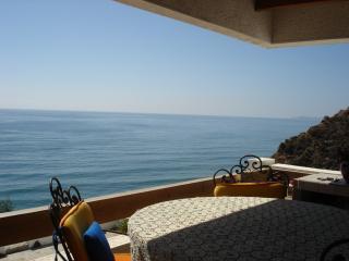 Beautiful Ocean front condo breath taking views - Rosarito vacation rentals