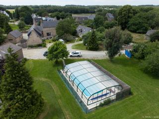 5 grands gites piscine couverte chauffee spa jeux - Merlevenez vacation rentals