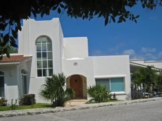 CasaCaracol-50Steps-Beach-5Min 5thAve - Playa del Carmen vacation rentals