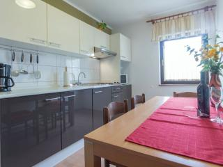 130/1-Apartm.in Stinjan for 8 people - Pula vacation rentals