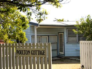 Old-fashioned cottage 150 metres from beach - Mt Martha vacation rentals
