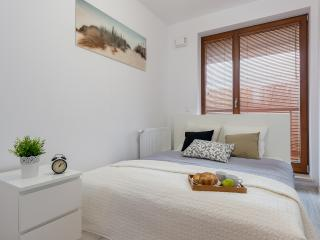 Perfect 1 bedroom Warsaw Apartment with Internet Access - Warsaw vacation rentals