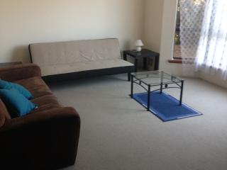 Willetton 4 bed 2 bath self contained house - Willetton vacation rentals
