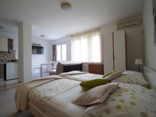 Modern and comfortable studio apartment - Split vacation rentals
