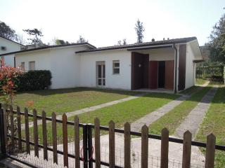 Bright 3 bedroom Bibione Pineda Villa with Television - Bibione Pineda vacation rentals