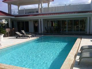 Great vacation villa in gated community only minutes from downtown - Sosua vacation rentals