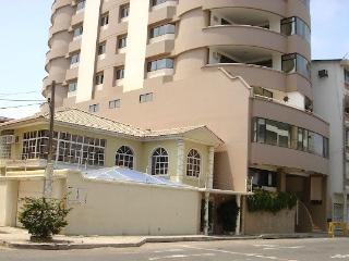 Luxury Salinas Beach Apartment - Phoenix 5B - Salinas vacation rentals