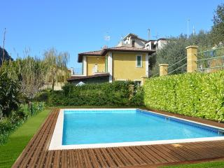 Nice Villa with Internet Access and A/C - Brolo vacation rentals