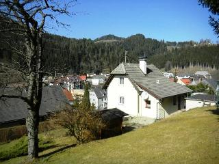 Nice House with Satellite Or Cable TV and Parking - Ratten vacation rentals