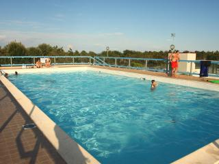 Nice Condo with A/C and Shared Outdoor Pool - Bibione Pineda vacation rentals