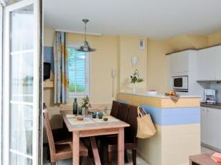 Bright Studio with Dishwasher and Short Breaks Allowed - Fort-Mahon-Plage vacation rentals