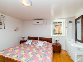 Affordable En-suite Room in Center Split - Split vacation rentals