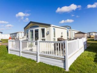 North Denes 40126 - Stunning home with huge deck - Lowestoft vacation rentals