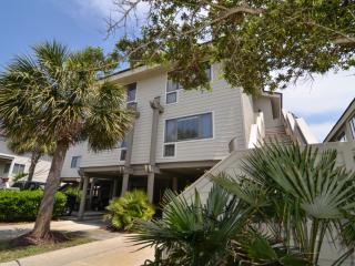 Charming 4 bedroom Villa in Pawleys Island with Deck - Pawleys Island vacation rentals