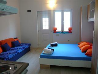 Apartments Ferdo - Studio apartment in Zivogosce 2 - Zivogosce vacation rentals