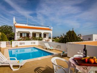Nice small villa, private pool, fantastic views. - Albufeira vacation rentals
