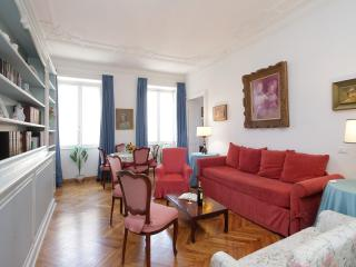 Borghese, luminous with good location - Rome vacation rentals