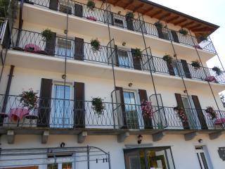 Nice 3 bedroom Bed and Breakfast in Cossogno - Cossogno vacation rentals