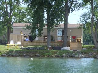 Waterfront cottage near sandbanks provincial park - Picton vacation rentals