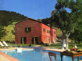 Charming Apartment with Satellite Or Cable TV and Hot Tub in Tredozio - Tredozio vacation rentals