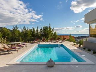 VILLA LAETITIA - Split vacation rentals