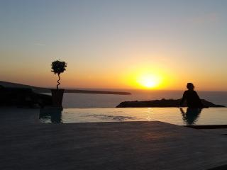 """SWINGING SUNSET"" villa  Private Pool & Spa - Oia vacation rentals"