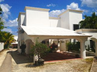 Nice Villa with Shared Outdoor Pool and Garage - Puerto Morelos vacation rentals