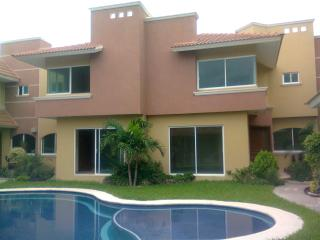 Nice House with Internet Access and A/C - Boca del Rio vacation rentals