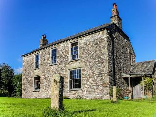 CROCADON FARM, Grade II listed, pool table, open fires, parking, gardens, in Saltash, Ref 932402 - Saltash vacation rentals