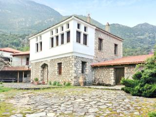 Comfortable mountain house with garden - Lilaia vacation rentals